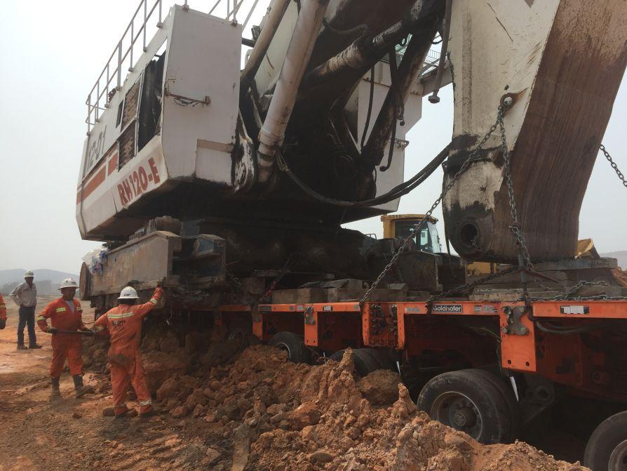 Rescue for a mini(ng) excavator | Goldhofer AG